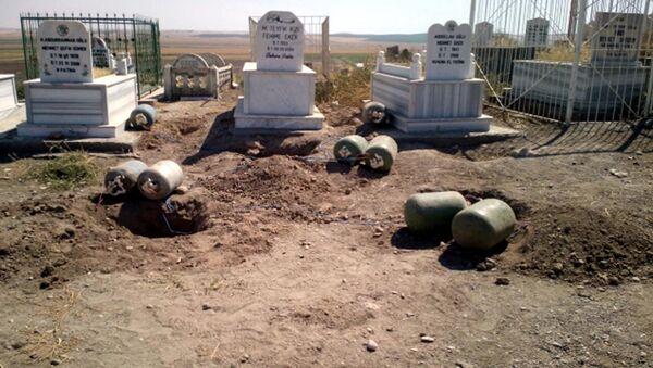 Mehdi Eker'in aile mezarlığında tuzaklı bombalar keşfedildi - Sputnik Türkiye