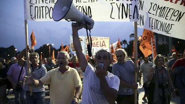 Selanik'te binlerce kişi Çipras hükümetiniz protesto etti. - Sputnik Türkiye