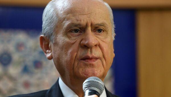 MHP Genel Başkanı Devlet Bahçeli, partisinin genel merkezinde düzenlenen bayramlaşma törenine katılarak partililerle bayramlaştı. - Sputnik Türkiye