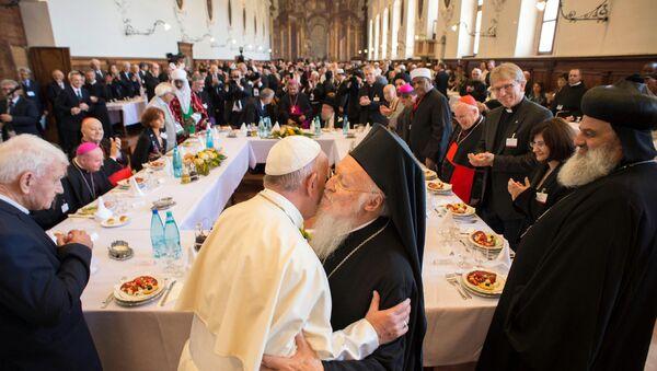 Papa Francis ve Fener Rum Patriği Bartholomeos - Sputnik Türkiye
