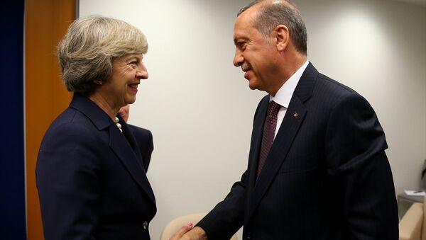 Cumhurbaşkanı Recep Tayyip Erdoğan, BM Genel Kurulu genel görüşmeleri için bulunduğu New York'ta İngiltere Başbakanı Theresa May ile görüştü. - Sputnik Türkiye