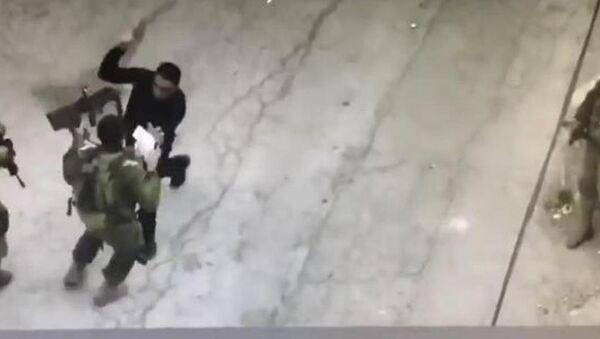İsrail askerini bıçaklamaya çalışan Filistinli genç öldürüldü - Sputnik Türkiye