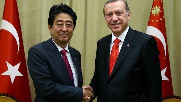 Cumhurbaşkanı Recep Tayyip Erdoğan, BM Genel Kurul görüşmeleri için bulunduğu New York'ta, Japonya Başbakanı Şinzo Abe'yi kabul etti. - Sputnik Türkiye
