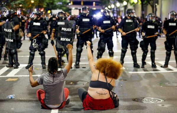 Charlotte Kuzey Carolina ikinci gün protestolar - Sputnik Türkiye