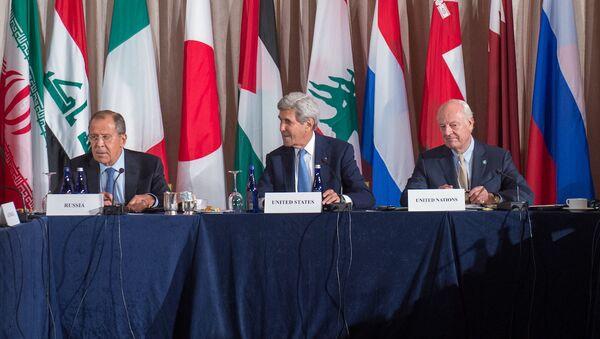 Rusya Dışişleri Bakanı Sergey Lavrov, ABD Dışişleri Bakanı John Kerry ve BM Suriye Daimi Temsilcisi Staffan De Mistura - Sputnik Türkiye