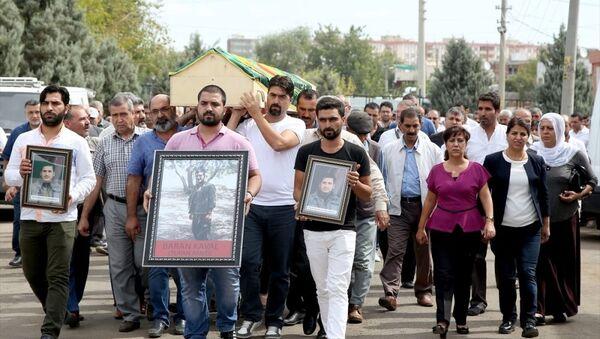 'Tufan Amed' kod adlı PKK'lının cenazesine katılan HDP'li vekillere soruşturma - Sputnik Türkiye