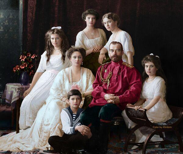 Çar İkinci Nikolay Aleksandroviç Romanov ve ailesi - Sputnik Türkiye