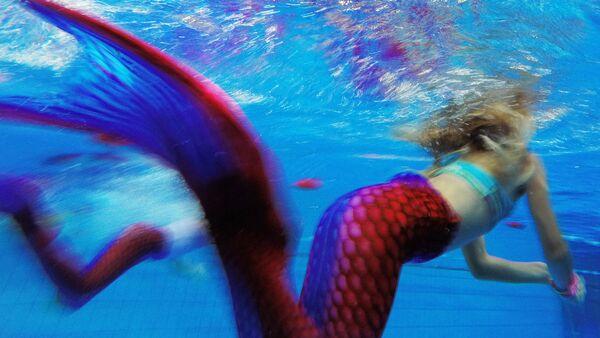 Deniz kızı yüzme yarışması - Sputnik Türkiye