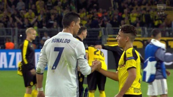 Emre Mor ve Ronaldo - Sputnik Türkiye