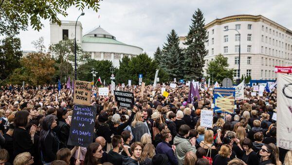 Polonya'da kürtaj yasağı protestosu - Sputnik Türkiye