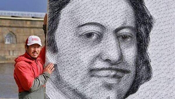 Kırgız ressam Azamat Canaliyev, Türkiye Cumhuriyeti'nin kurucusu Mustafa Kemal Atatürk'ün string art (ip sanatı) yöntemiyle resmini yapmayı planlıyor. Ressam eseri için yaklaşık 1.5 kiloçivi, 7 makara siyah ip ve beyaz bir kontrplak kullanacak. - Sputnik Türkiye