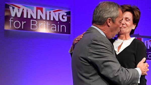 Nigel Farage - Diane James - Sputnik Türkiye