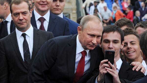 Rusya Devlet Başkanı Vladimir Putin Moskova'daki Kızıl meydanında düzeblenen Şehir Günü açılış töreninde. - Sputnik Türkiye