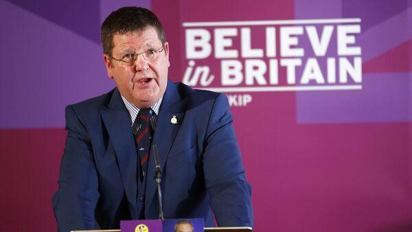UKIP savunma sözcüsü Mike Hookem - Sputnik Türkiye