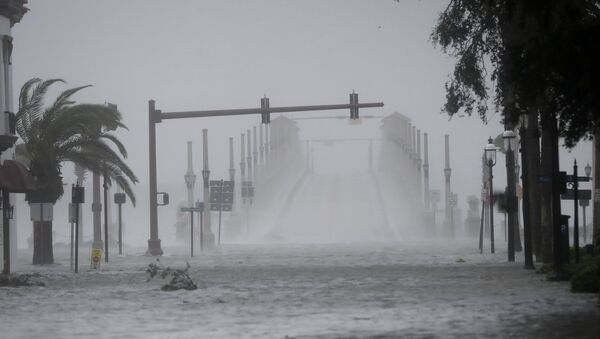 Wind and water from Hurricane Matthew batter downtown St. Augustine, Fla., Friday, Oct. 7, 2016. - Sputnik Türkiye