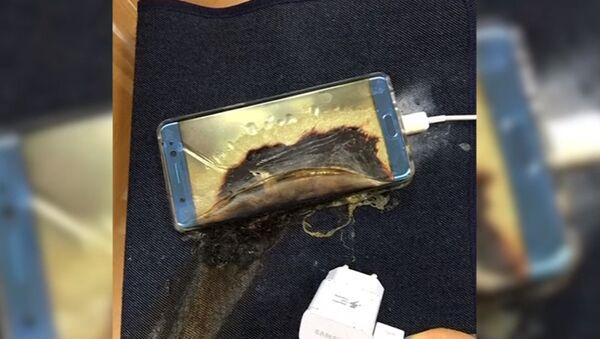 Patlayan bir Samsung Galaxy Note 7 - Sputnik Türkiye