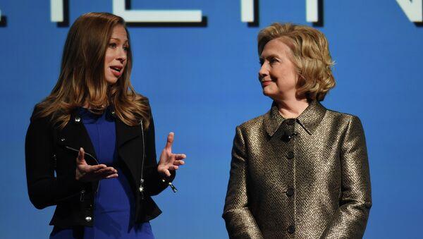 Chelsea and HIllary Clinton - Sputnik Türkiye