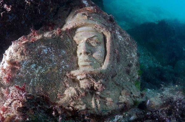 Kırım'daki Tarhankut burnu denizin metrelerce altında yer alan ve dünyanın en ilginç müzelerinden biri olan Liderler Geçidi Müzesi'ne ev sahipliği yapıyor. - Sputnik Türkiye