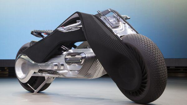 Motorrad kavramı, tasarımcıların görünümünü mümkün olduğu kadar 1923 yılında ortaya çıkmış olan R32 tipi ilk BMW motosikletine benzemesi için elinden geleni yaptıkları üçgen yapısına dayanarak geliştirildi. - Sputnik Türkiye