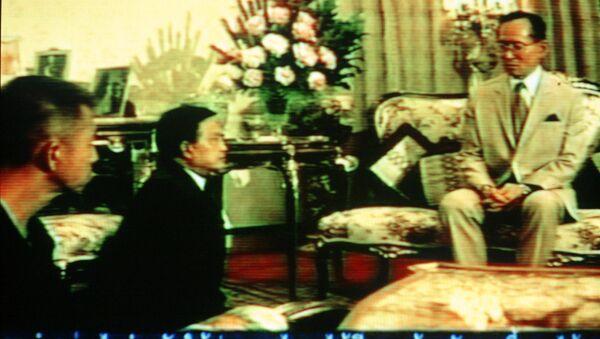 Tayland Kralı Bhumibol Adulyadej'in 1992 yılında kaydedilen bir görüntüsü - Sputnik Türkiye