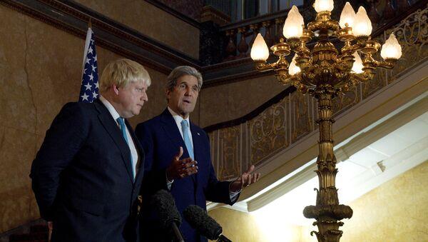 İngiltere Dışişleri Bakanı Boris Johnson- ABD Dışişleri Bakanı John Kerry - Sputnik Türkiye
