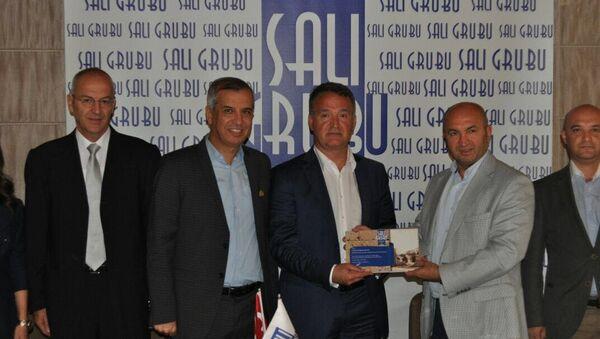 Antalya, Salı Sanayici ve İşadamları Grubu'nun (Salı Grubu) haftalık toplantısına katılan Rus-Türk İşadamları Birliği (RTİB) Başkanı Naki Karaaslan - Sputnik Türkiye