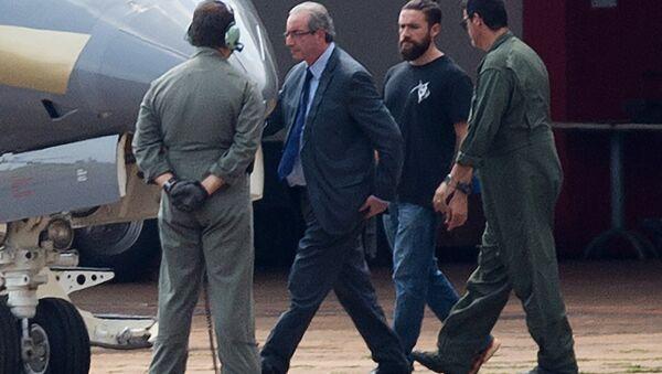Eski Temsilciler Meclisi Başkanı Eduardo Cunha'yı gözaltına alan polis Lucas Valença, Brezilya'da popüler oldu. - Sputnik Türkiye
