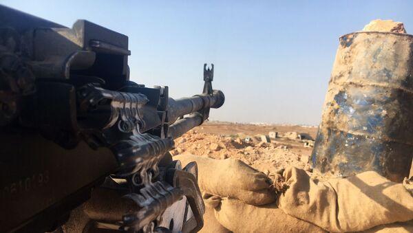 Halep'in güneyindeki hava savunma üssünün bulunduğu bölgedeki Suriye ordusu mevzii. - Sputnik Türkiye