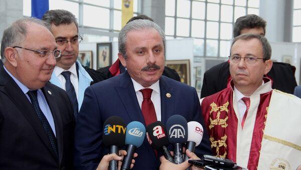 Trakya Üniversitesinin akademik yıl açılış töreni için Edirne'ye gelen TBMM Anayasa Komisyonu Başkanı Mustafa Şentop, gazetecilerin sorularını yanıtladı. - Sputnik Türkiye