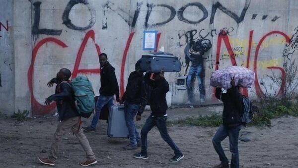 Calais sığınmacı kampı tahliye - Sputnik Türkiye