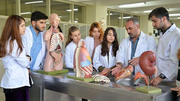 Uludağ Üniversitesi Tıp Fakültesi Anatomi Anabilim Dalı, kadavra bağışı olmadığı için ABD'den 120 bin liraya kadavra ithal ediyor. - Sputnik Türkiye