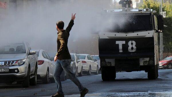 Diyarbakır - Gültan Kışanak, Fırat Anlı gözaltı protestosu - Sputnik Türkiye