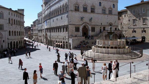 Perugia'da yer alan Priori Palace ve Maggiore çeşmesi - Sputnik Türkiye