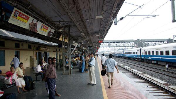 Tren istasyonu, Hindistan. - Sputnik Türkiye
