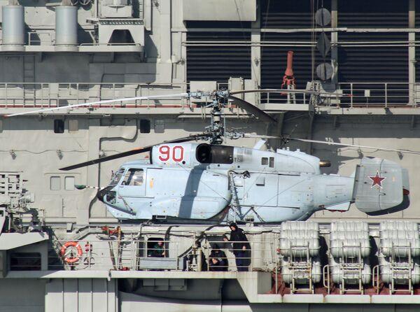 Ka-31R helikopteri Amiral Kuznetsov gemisinin bordasında. - Sputnik Türkiye