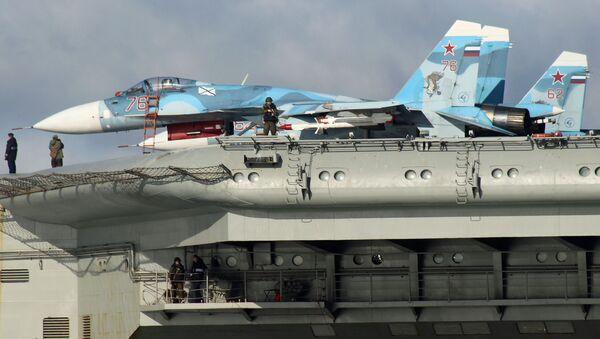 Su-33 uçakları Amiral Kuznetsov gemisinin bordasında. - Sputnik Türkiye