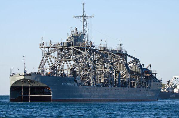 Rusya'nın Karadeniz Filosu'nun Sevastopol şehrinde Kommuna kurtarma katamaran gemisi. - Sputnik Türkiye