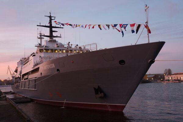 İgor Belousov kurtarma gemisinin St.Petersburg'da gerçekleşen bayrak çekme töreni. - Sputnik Türkiye