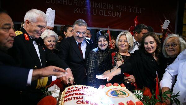 Konak Meydanı'nda Cumhuriyet resepsiyonu - Sputnik Türkiye