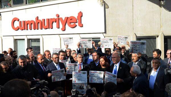 CHP'li vekillerden Cumhuriyet gazetesine ziyaret - Sputnik Türkiye
