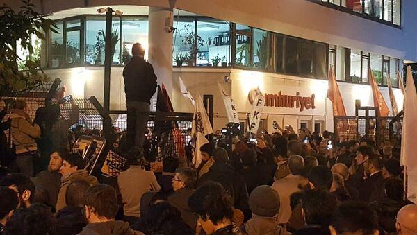 Cumhuriyet gazetesi - protesto - Sputnik Türkiye