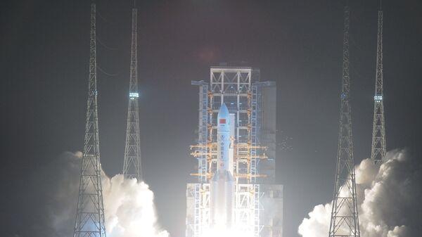 Çin'in en büyük fırlatma aracı olan Changzheng-5 isimli roket - Sputnik Türkiye