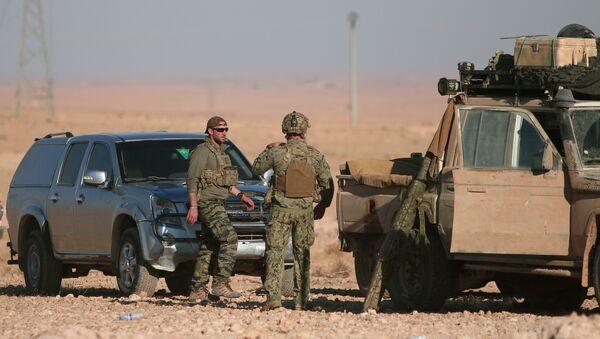 Reuters, Rakka operasyonuna katılan ABD askerlerini görüntüledi. - Sputnik Türkiye