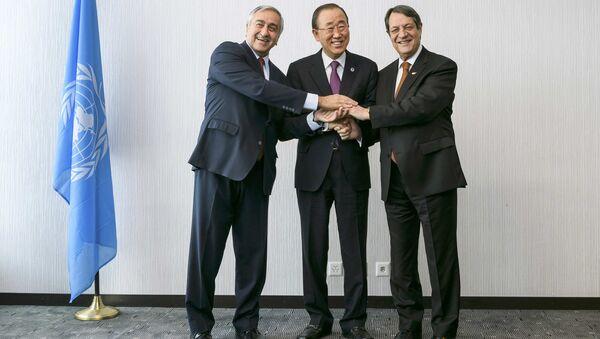 Kuzey Kıbrıs lideri Mustafa Akıncı- BM Genel Sekreteri Ban Ki-mun- Kıbrıs Cumhurbaşkanı Nikos Anastasiadis - Sputnik Türkiye