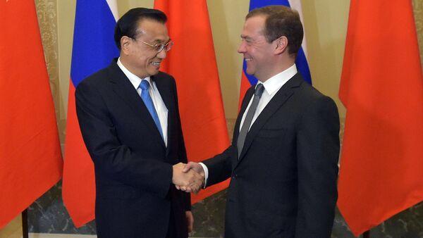 Rusya Başbakanı Dmitriy Medvedev ve Çinli mevkidaşı Li Kıçiang - Sputnik Türkiye