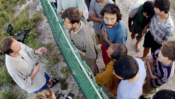 Asylum seekers at Australia's detention center on the island of Nauru gather on one side of a fence to talk with international journalists about their journey that brought them there. - Sputnik Türkiye