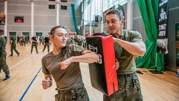 Polonyalı kadınlara ordudan dövüş eğitimi - Sputnik Türkiye