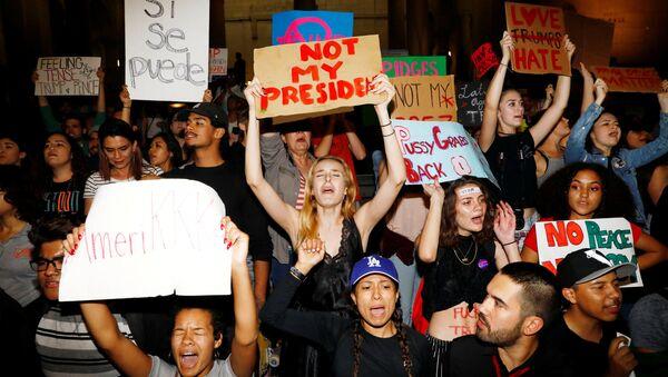 Los Angeles'da Trump karşıtı göstericiler - Sputnik Türkiye