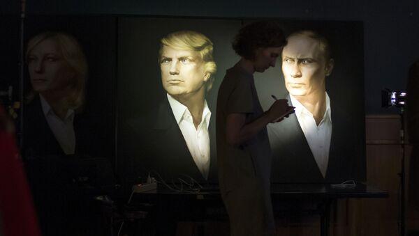 Rusya Devlet Başkanı Vladimir Putin ve ABD'nin 45. Başkanı Donald Trump'ın Moskova'daki bir barda yer alan portreleri - Sputnik Türkiye