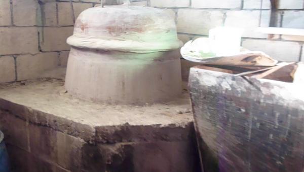 Suriyeliler tüm tehlikelere rağmen evlerinde şarap ve rakı üretiyor - Sputnik Türkiye